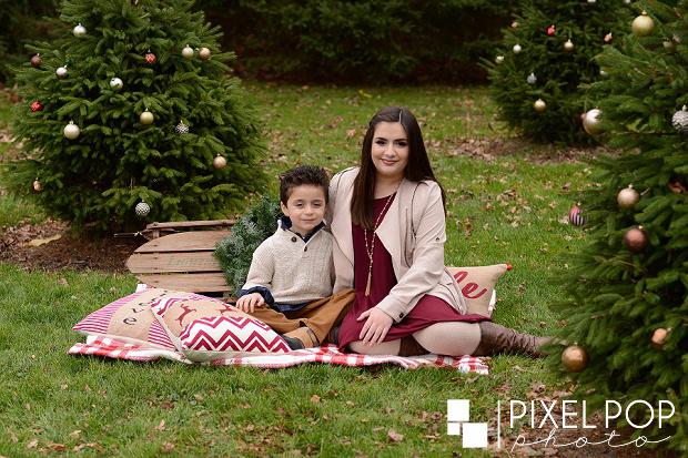 Boardman Christmas mini sessions,Boardman Park,Pixel Pop Photo,Pixel Pop Photography,Youngstown Christmas mini sessions,Youngstown portrait photographers,Youngstown wedding photographers,